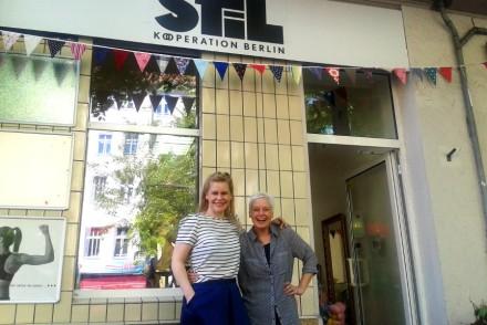 Die Gründerinnen Melanie und Stascha vor ihrem Laden Stil Kooperation Berlin