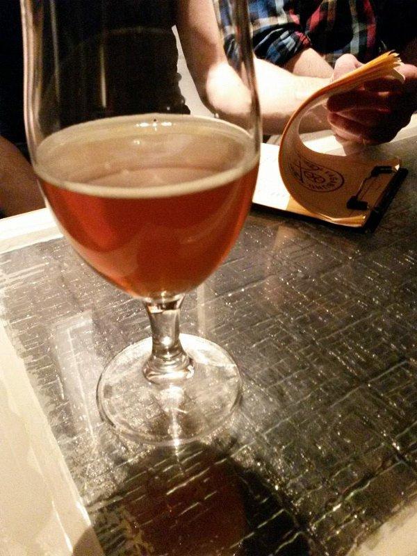 Bierglas-und-Getränkekarte-Vagabund