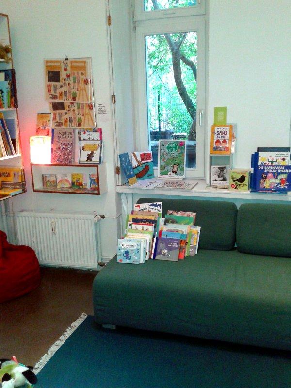 buchhandlung-berlin-lesesofa-kinderecke