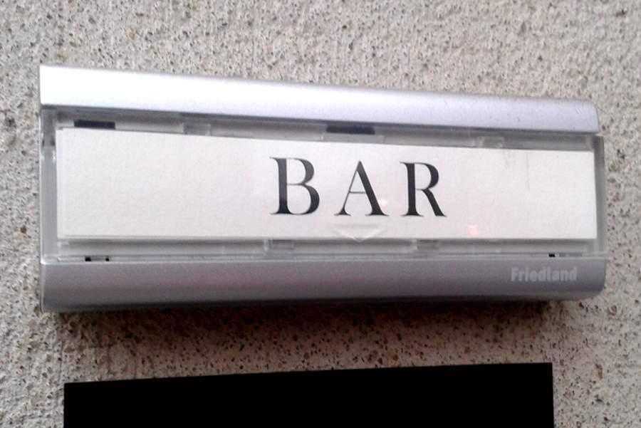 bitte klingeln versteckte cocktailbars in berlin berlin. Black Bedroom Furniture Sets. Home Design Ideas