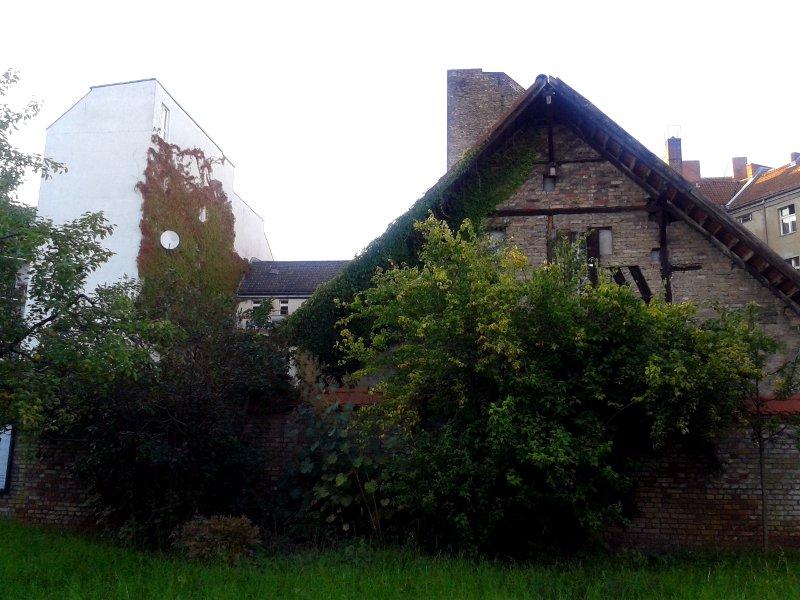 Böhmisch Rixdorf und Neukölln symbolisiert durch die Gebäude beider Zeiten