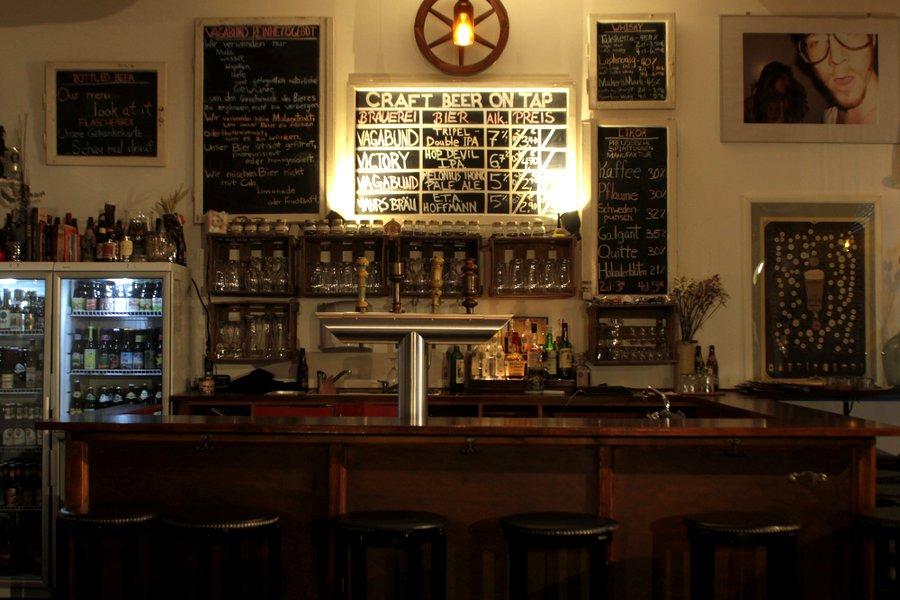 brauerei und kneipe im vagabund berliner bier unter einheimischen berlin. Black Bedroom Furniture Sets. Home Design Ideas