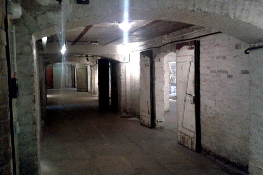 Ein Kellergewölbe mit vielen Nebenräumen
